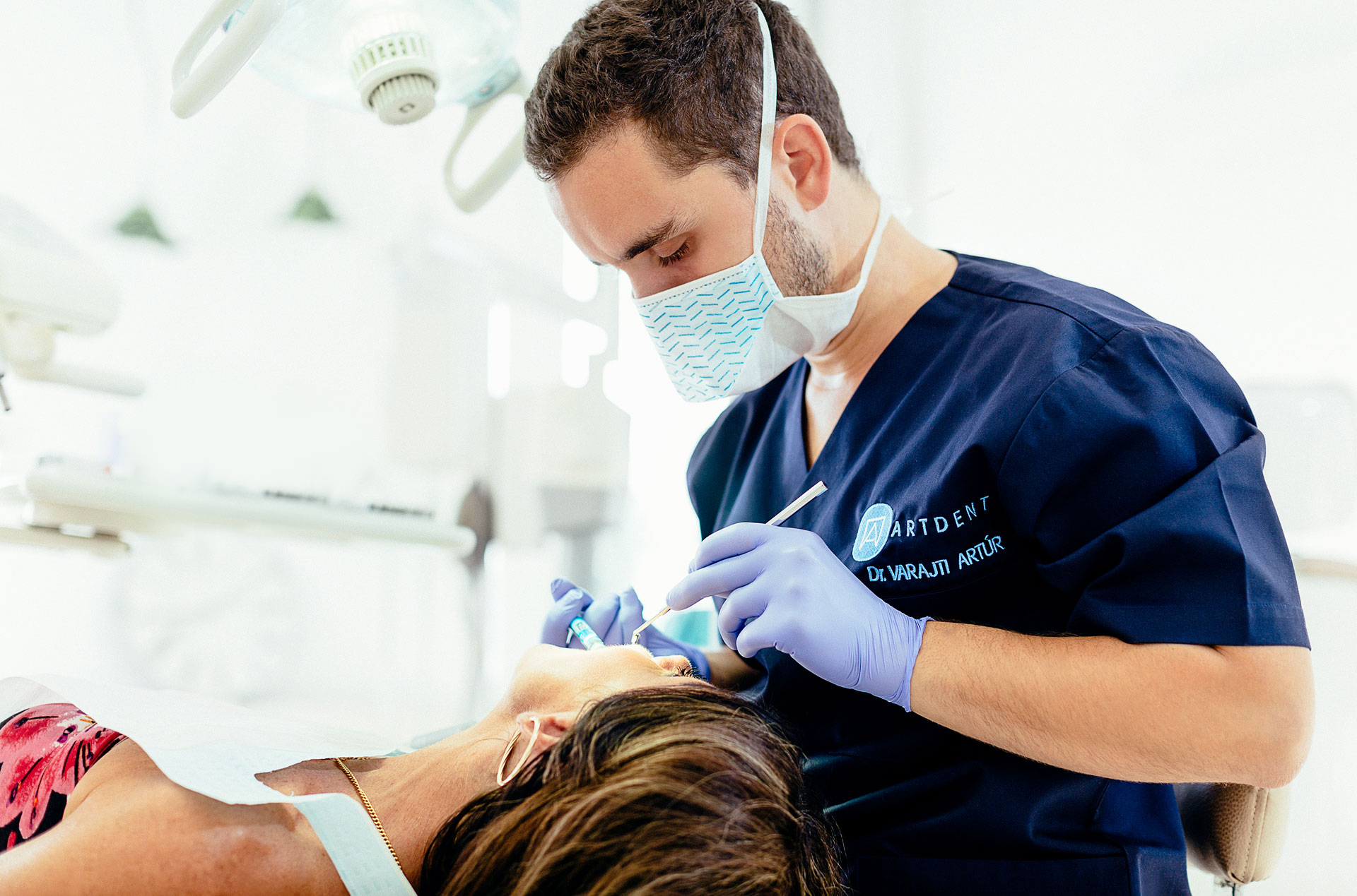 Before the removal of the root tip, the dental surgeon consults the patient in the dental clinic in Budapest