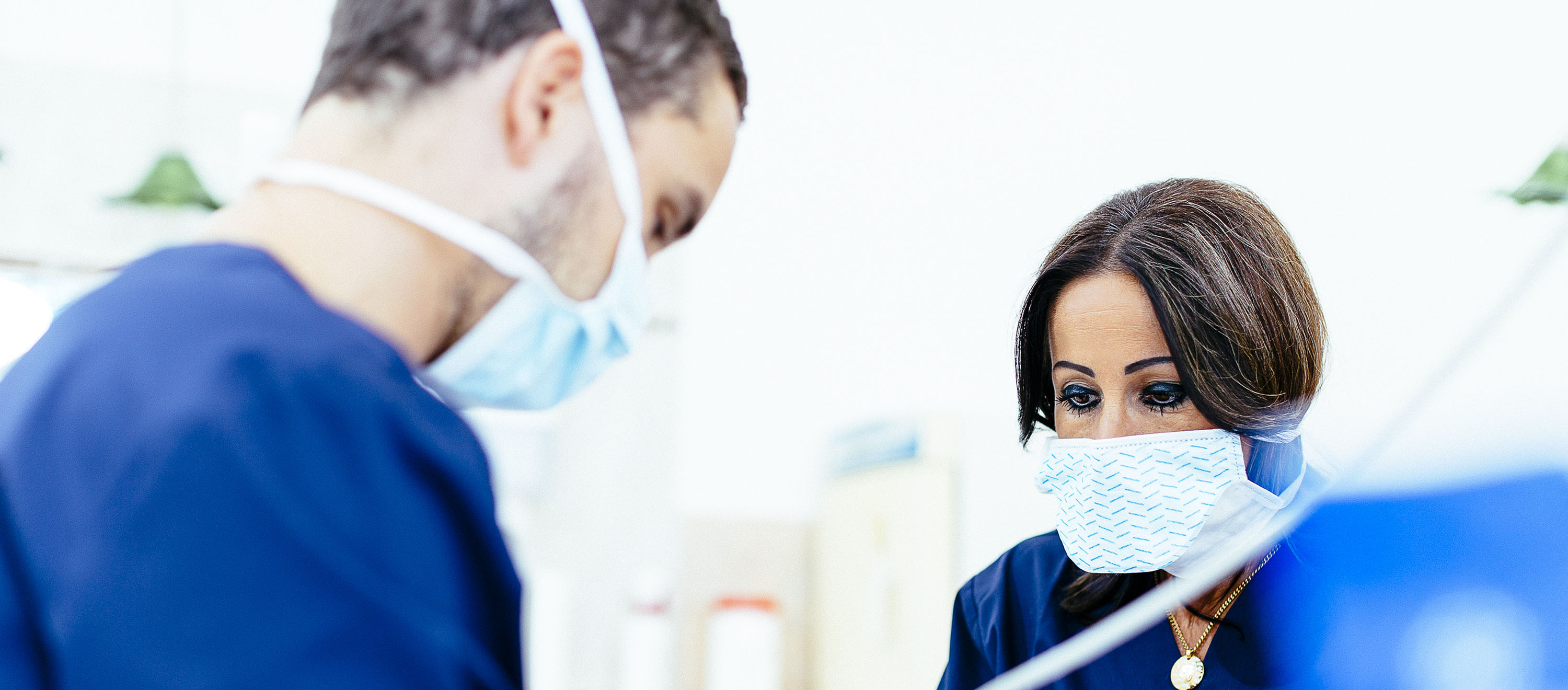 Root treatment at the dental clinic in Budapest. Pain can be avoided if the dentist's instructions are observed after treatment.